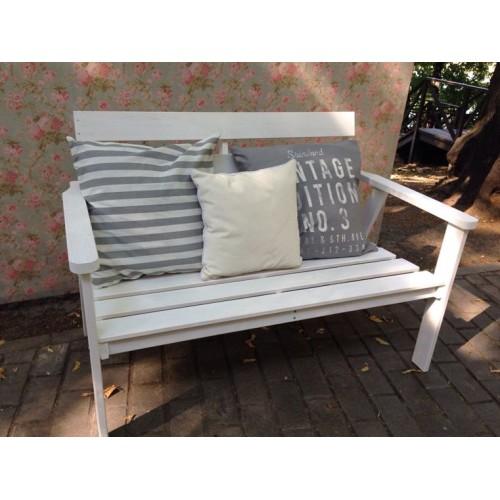 Аренда скамейки двухместной, белой